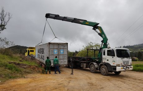 transporte-de-contenedores-colombia-transporte-camabaja-contenedor-izaje-grua